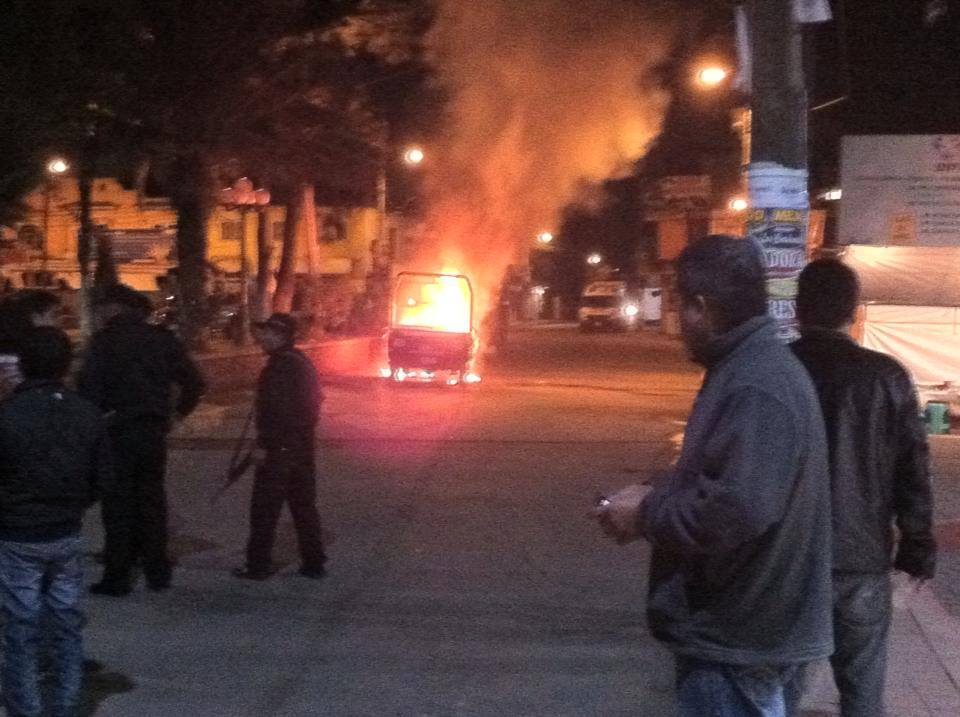 Photo of Camioneta de la policía Municipal incendiada en Tequixquiac, reportero ciudadano.