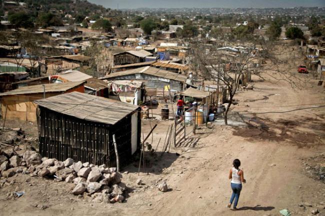 Photo of Dos millones de pobres más en México. El Estado de México es el que mas aporta.