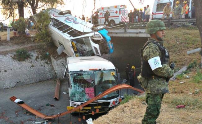 Photo of Dos autobuses (Un Elite y un LUSA) caen a un desnivel en la México-Pachuca