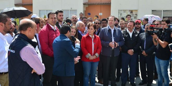 Photo of Eruviel Ávila entrega escrituras y subsidios a la vivienda en Zumpango y Tecámac