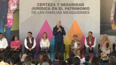 Photo of Alfredo del Mazo entrega escrituras en Tonanitla a habitantes de Apaxco, Hueypoxtla, Jaltenco, Nextlalpan, Tequixquiac, Tecámac y Zumpango