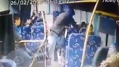 Photo of Pasajera es golpeada por asaltante tras esconder su bolsa en autobús de Zumpango a Tecámac (Video)