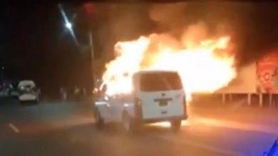"""Photo of VIDEO Extorsionadores queman combi de """"Las Brujas"""" en Tecámac; Grupo Azz de Zumpango en alerta"""